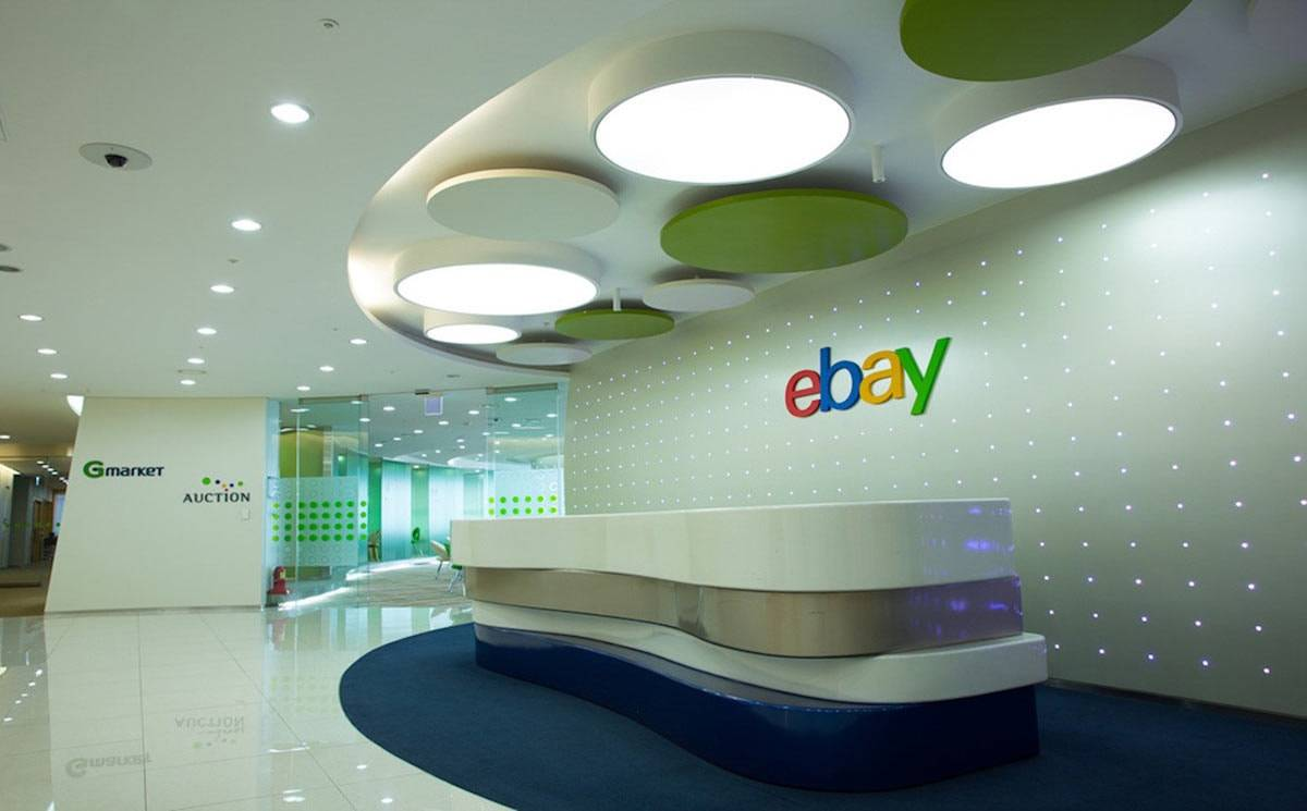 eBay reports flat Q3, forecasts weak outlook for Q4