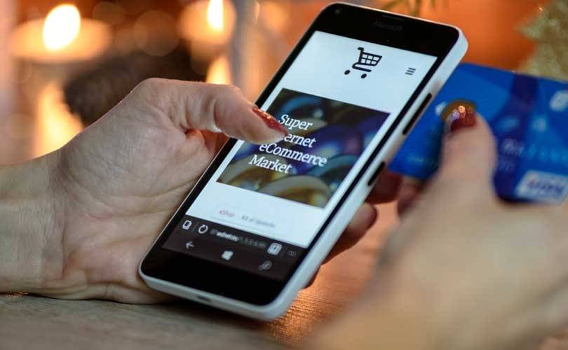Shopping apps drive UK mobile fashion and luxury sales