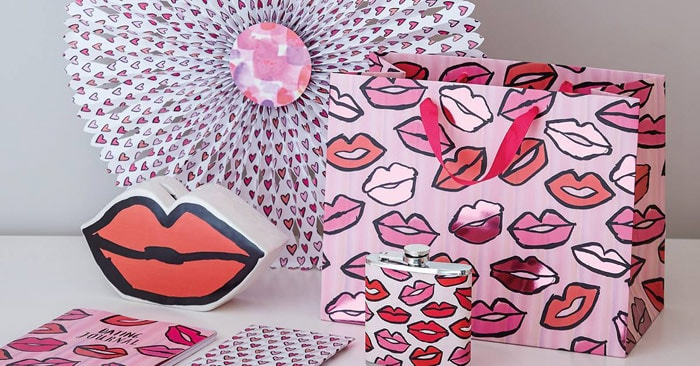 Valentine's Day retail spend to hit 980 million pounds in 2016