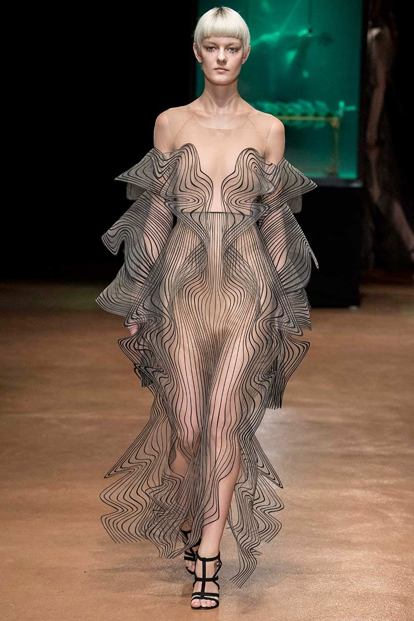Look Iris Van Herpen The Profound Couturist Shows Her Aw17 Couture Collection
