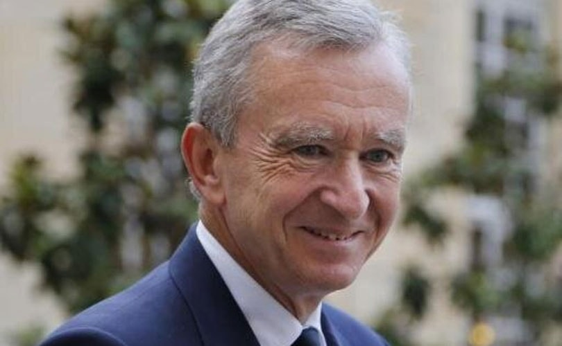 1ccfd877c04e8 LVMH Chairman Bernard Arnault is now the world's second wealthiest  individual