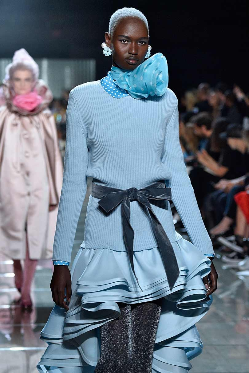 Marc by Marc Jacobs Brings Back '80s Crunchy Hair AtNYFW pictures
