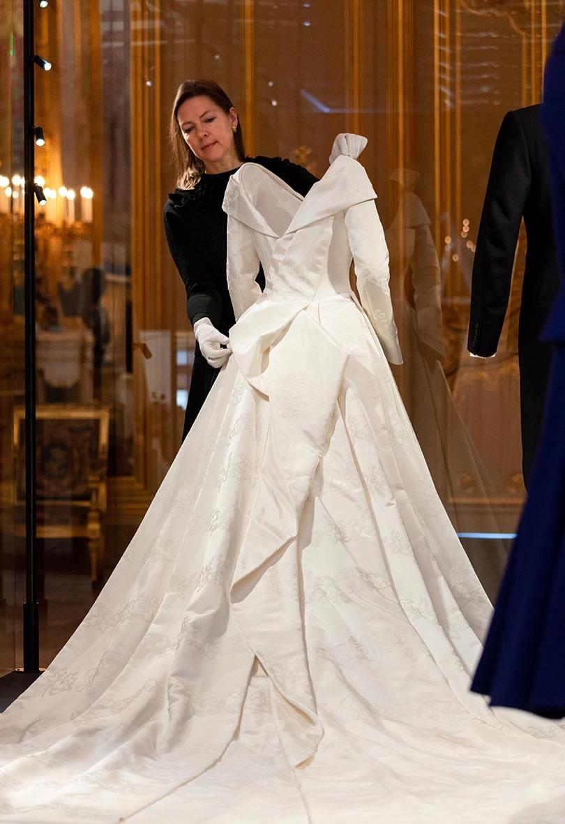 Eugenie Wedding Dress.Princess Eugenie S Wedding Dress Goes On Display