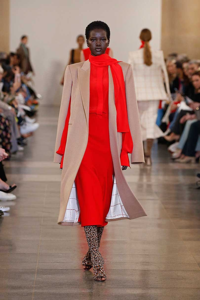 Victoria Beckham goes 'retro' at London Fashion Week show