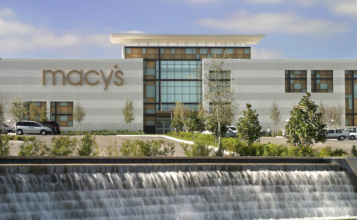 Macy's Q1 revenue increases, maintains outlook