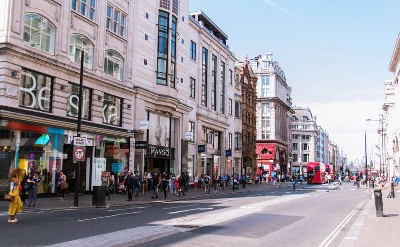 UK retail footfall continues to grow in run-up to Christmas